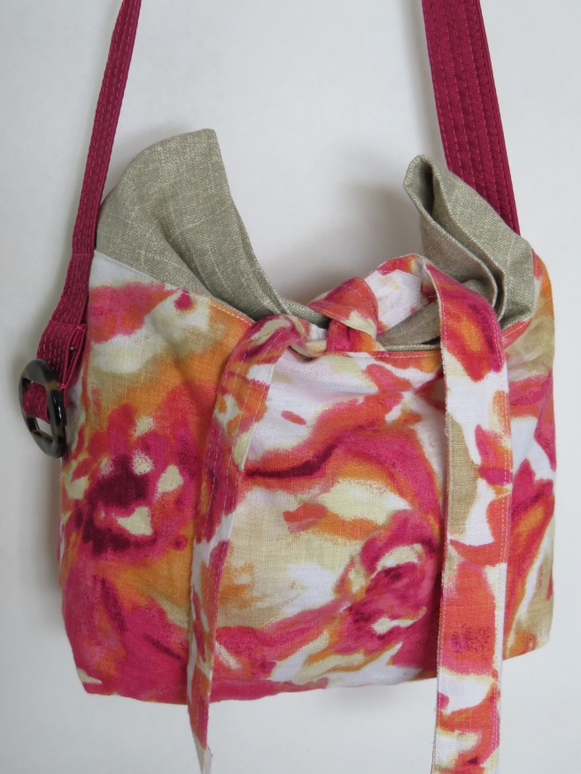 This bag paired a dressy floral linen shirt with a Turkish cotton curtain. And I would normally put the linen on the inside, but hey... gotta try new stuff.